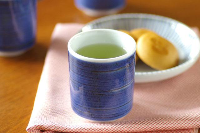 【砥部焼 梅山窯】藍色の筒湯呑