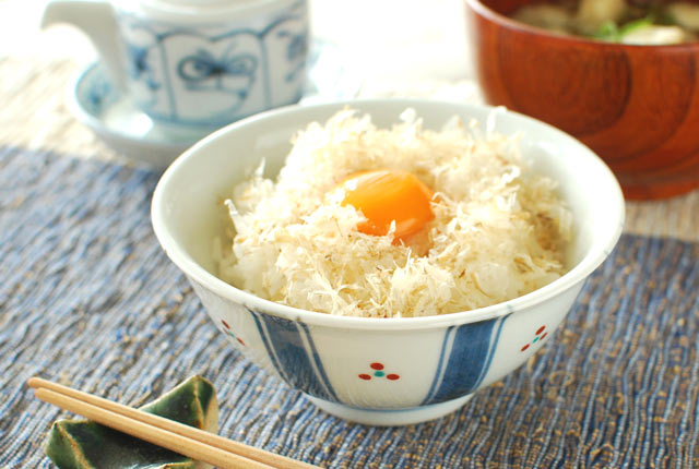和食器・砥部焼 新みつ紋の反茶碗(3.6寸)