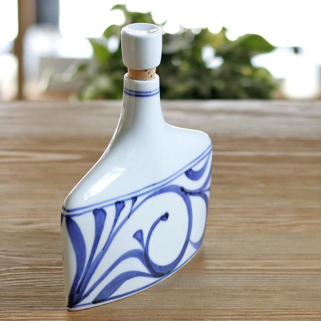 和食器・砥部焼 梅山窯のワインボトル(中)