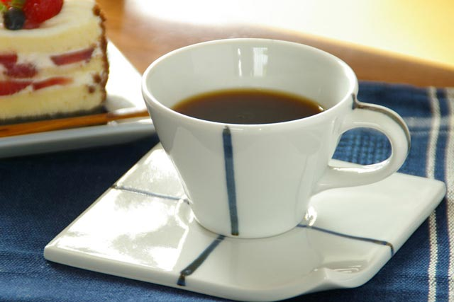 【砥部焼 永立寺窯】クロス柄のコーヒーカップ