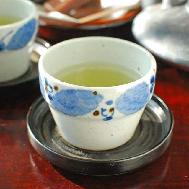 和食器・砥部焼 ブルー木の葉の段付カップ