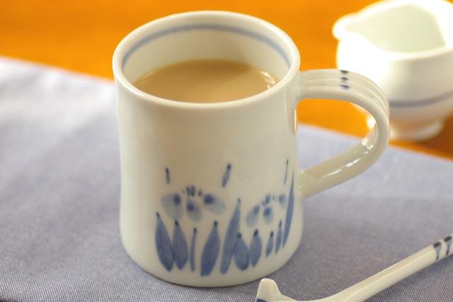 【砥部焼 森陶房】あやめのマグカップ