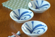 【砥部焼 梅山窯】つるんとまあるい豆小皿(ひとつからくさ)