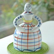 和食器・砥部焼 ベル人形(赤絵格子)