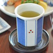 和食器・砥部焼 みつ紋の八角湯呑(中)