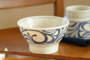 【砥部焼 梅山窯】からくさの茶碗(大)