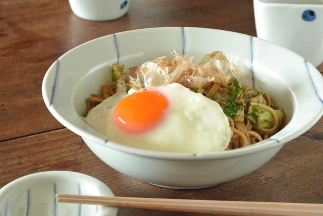 和食器・砥部焼 しましま柄のリム付鉢(7寸)