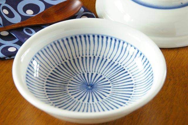 【砥部焼 中田窯】はけめ模様の玉ぶち鉢(6寸)
