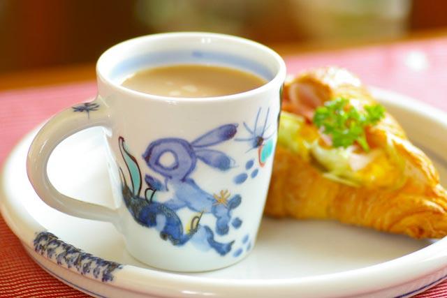 【砥部焼 西岡工房】うさぎのマグカップ