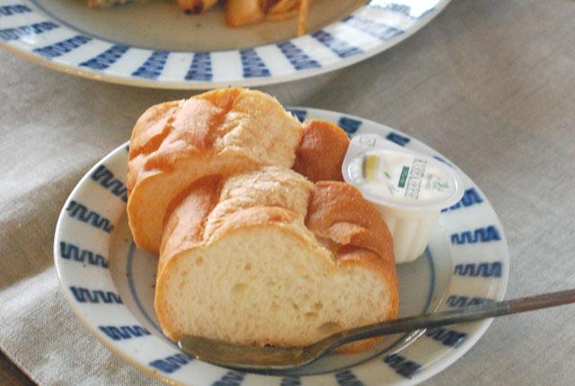和食器・砥部焼 よろけ縞のリム付皿(5寸)