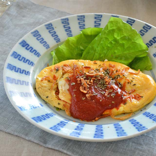 和食器・砥部焼 よろけ縞のリム付皿(7寸)