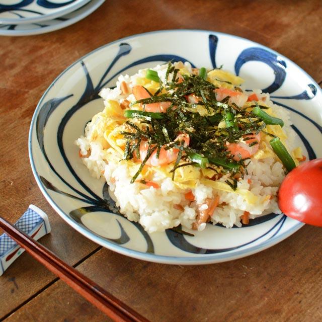 和食器・砥部焼 唐草文の丸平皿(7.5寸)