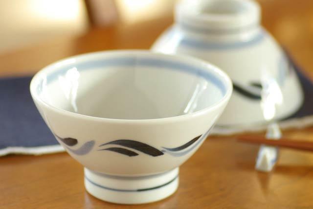 【砥部焼 岡田陶房】青波文の茶碗(大)・