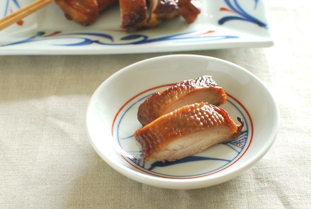 和食器・砥部焼 上絵三方草の小皿(4寸)