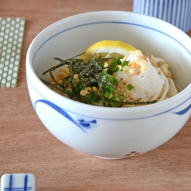 和食器・砥部焼 上絵つゆ草の丸碗