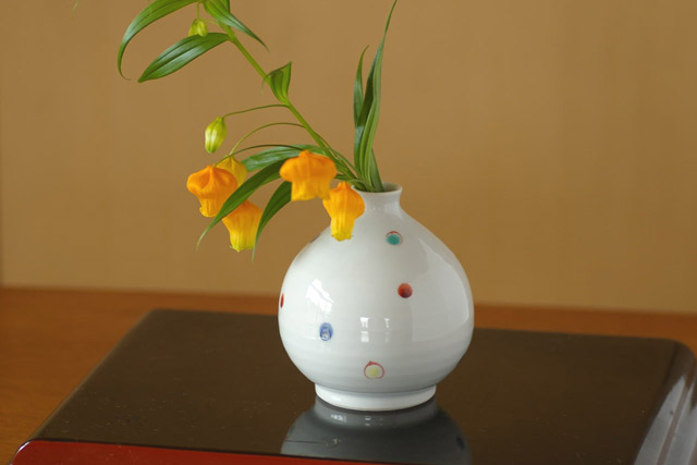 和食器・砥部焼 いろえ水玉のぷっくり花器