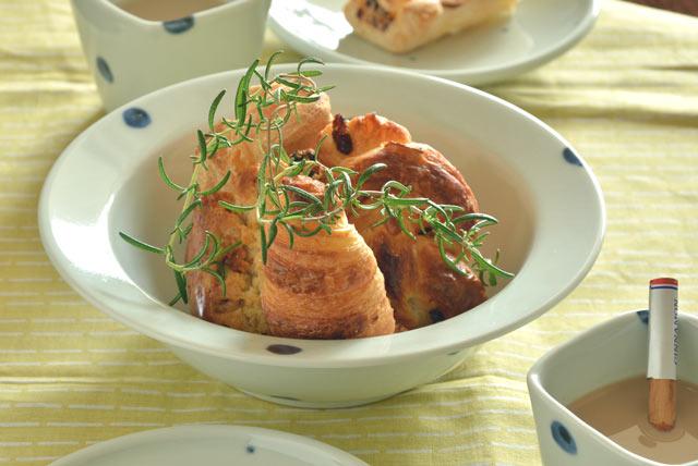 和食器・砥部焼 水玉もようのリム付鉢(7寸)