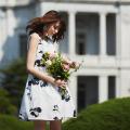 上品シックでレディな品格漂う花柄ワンピース 宮田聡子さんはホワイトを着用