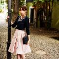 ときめきが詰まった花ししゅうスカート  宮田聡子さんはピンク着用