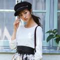 レトロガーリーにキマるレザーサッシュベルト 堀田茜さんはブラックを着用