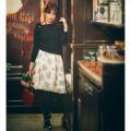女の子らしさと色っぽさを両立フロッキーフラワー×ニットドッキングワンピース 小嶋陽菜さんはブラック着用