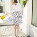 オシャレとスタイルアップを同時に叶えるスカラップストライプスカート 宮田聡子さんはピンクを着用