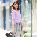 凛と大人レディなパールスリーブサマーニットプルオーバー 宮田聡子さんはラベンダーを着用