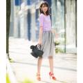 レイヤードで旬魅せドットチュール×フラワーレーススカート 宮田聡子さんはネイビーを着用