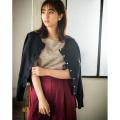 主役級の可愛さパール釦スカラップラインニットカーディガン 堀田茜さんはネイビー着用