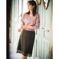 大人の可愛さを仕込んだリボンウエスト総レースタイトスカート 堀田茜さんはカーキ着用