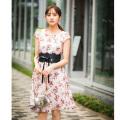 秋めく美人感を大幅リード小花柄ハートネックワンピース 堀田茜さんはベージュ着用