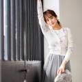 とろけるように愛らしいパール釦フラワープリントニットカーディガン tocco closet(トッコクローゼット) Collection WEBカタログにて野崎萌香さんはオフホワイト着用/美人百花11月号P113にて泉里香さんはオフホワイト着用