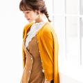 コーデを選ばない上品シンプルな魅力パール釦カーディガン tocco closet(トッコクローゼット) Collection 野崎萌香さんはマスタード着用