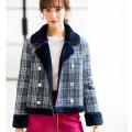 今年っぽい女っぽさが備わるビジュー装飾つきツイードショートコート tocco closet(トッコクローゼット) Collection 野崎萌香さんはネイビー着用