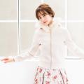 胸キュンカラーのふわふわファーつきジップパーカー tocco closet(トッコクローゼット) Collection 野崎萌香さんはパールベージュ着用