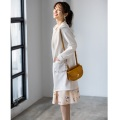 新しい私になれるポケットパールビジュー装飾レース貼りコーディガンtocco closet(トッコクローゼット) Collection 泉里香さんはオフホワイト着用