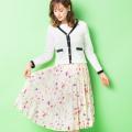 揺れる軽やか素材で春感をグンッとUP♪フラワープリントプリーツスカート tocco closet(トッコクローゼット) Collection 野崎萌香さんはアイボリー着用