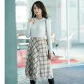 裾から繊細&可憐なレースが覗くチェック柄フレアスカート tocco closet(トッコクローゼット) Collection宇垣美里さんはライトベージュ着用