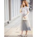 エモーショナルな軽やかさを演出するドットチュールスカート※宇垣美里さんはブルー着用