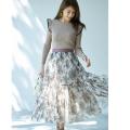 仕草や雰囲気までエレガントにキマるフラワープリントチュールスカート≪tocco closet luxe≫ 美香さんはアイボリー着用