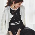 シックな配色で大人見え。レース装飾パール釦カーディガン 美香さんはオフホワイト着用≪tocco closet luxe≫