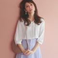 エレガントな印象を与えてくれるリボン付きレース装飾タックブラウス美香さんはオフホワイト着用≪tocco closet luxe≫