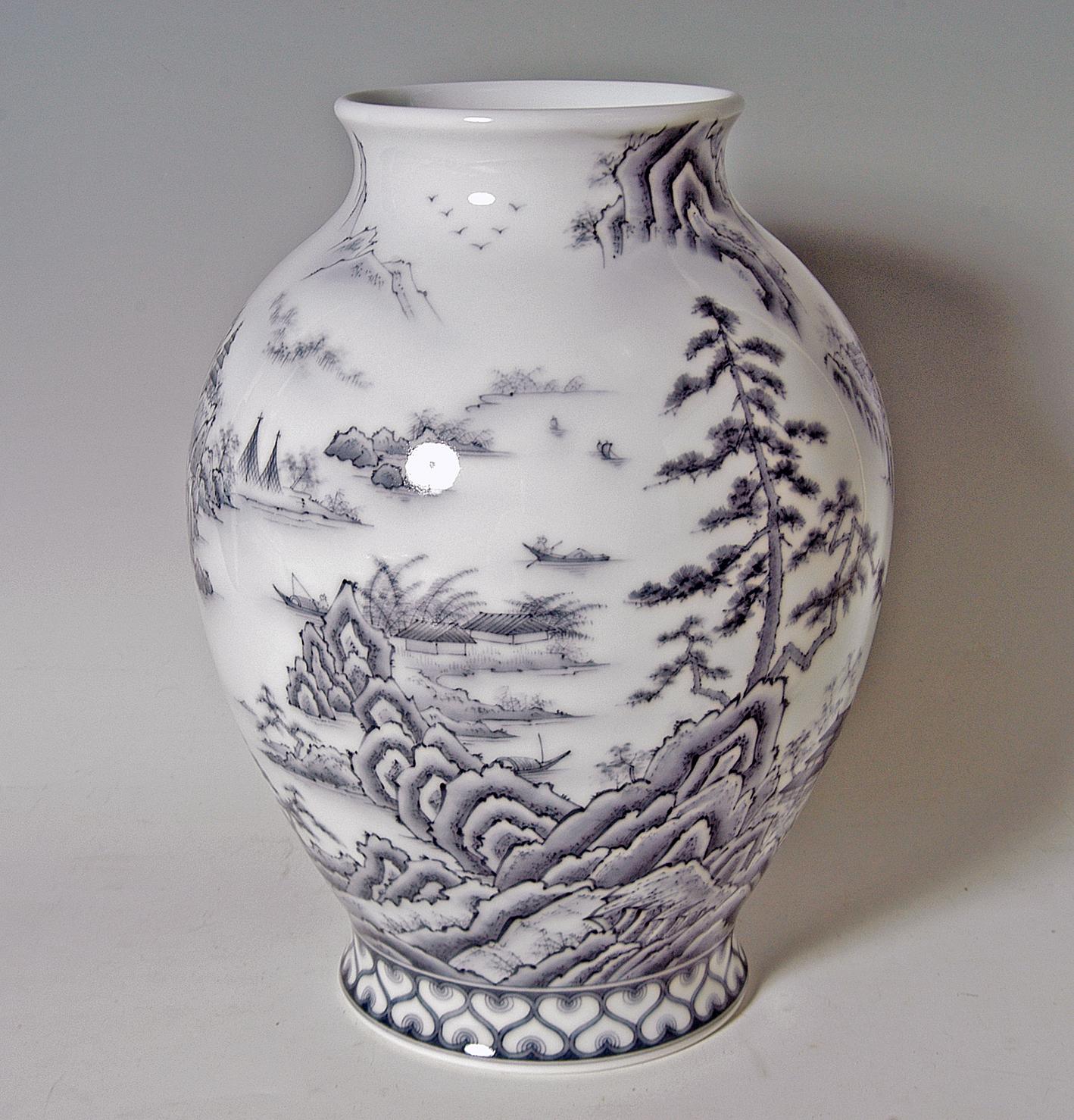 新胴花瓶−墨山水