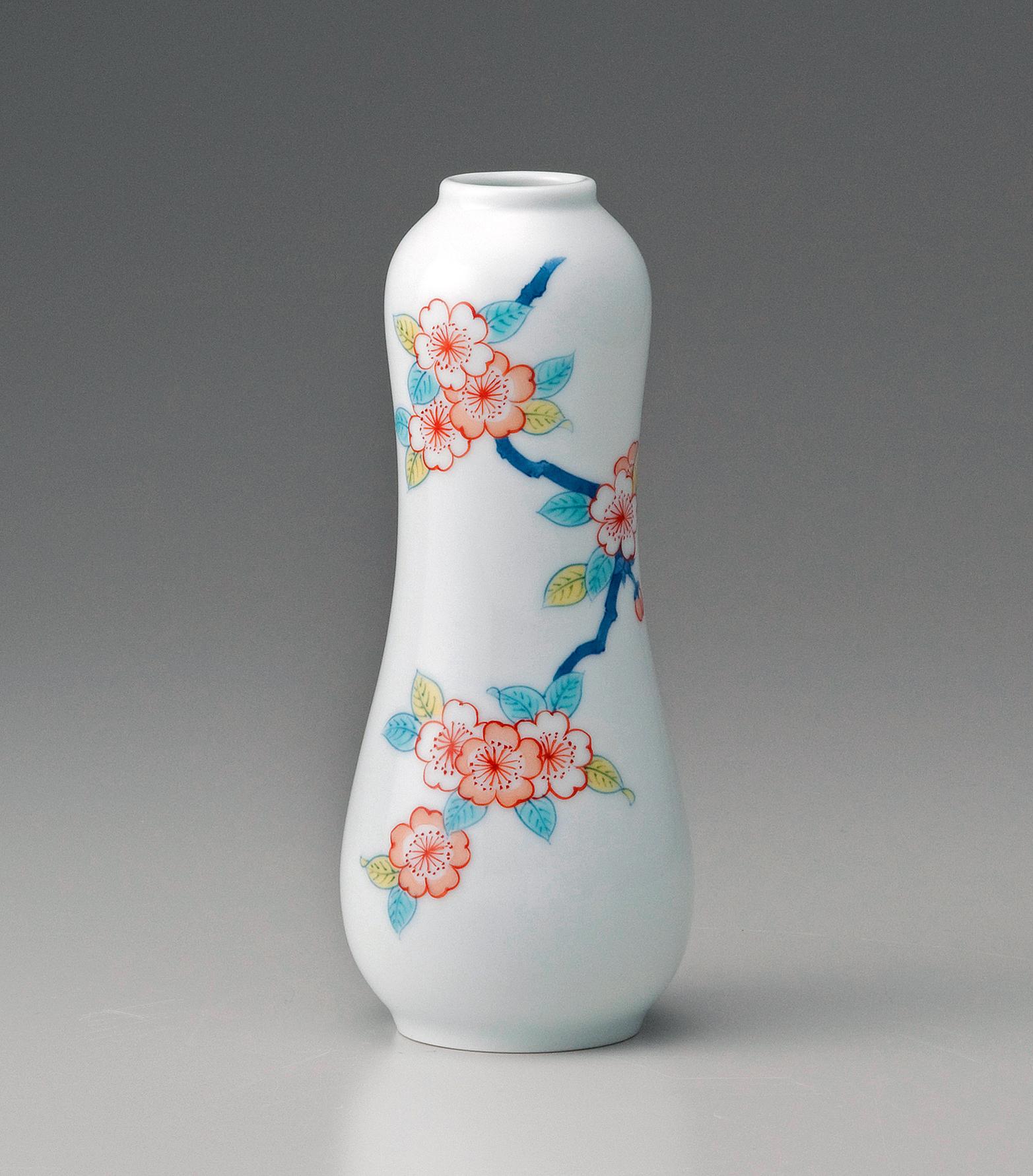 うり形一輪差し−色絵桜