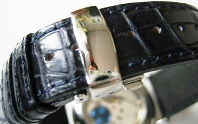 【あらゆる高級腕時計との相性も抜群!!4mm厚の素晴らしいクオリティー感と耐久性で納得の品質!】最高級クロコダイルベルト(18mm幅)