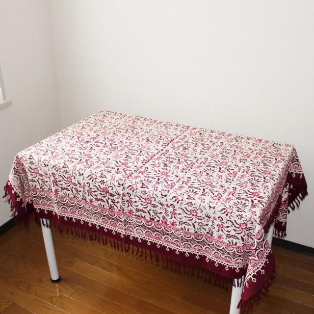 手描きバティックのテーブルクロス(花と鳥・赤系)