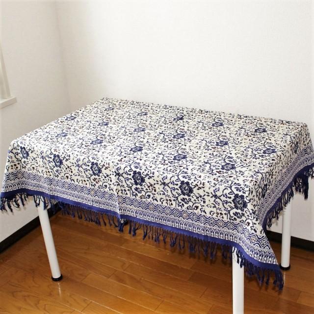 手描きバティックのテーブルクロス(小花柄・青紫)