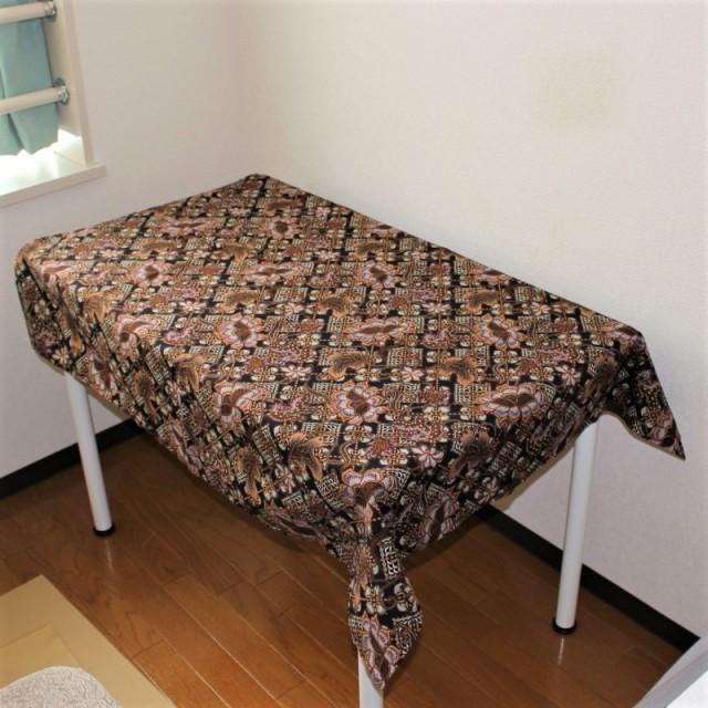 バティックのテーブルクロス(ブラック・飾り格子に花柄)