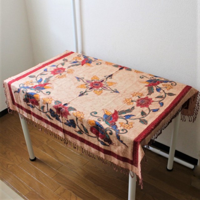 手描きバティックのテーブルクロス(ベージュ・花と鳥)
