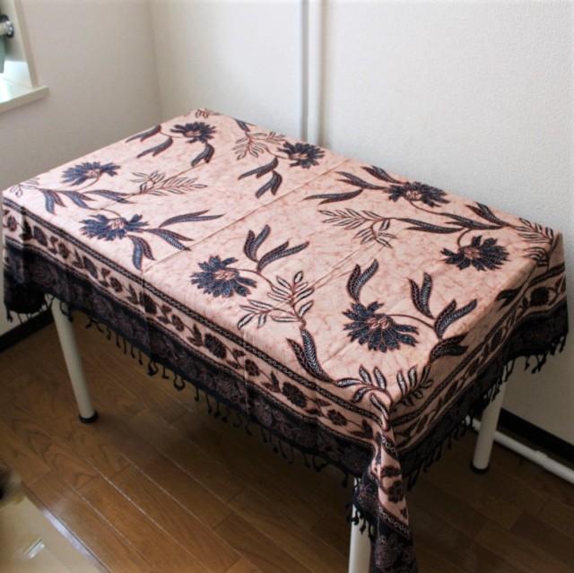 手描きバティックのテーブルクロス(紺・花柄)